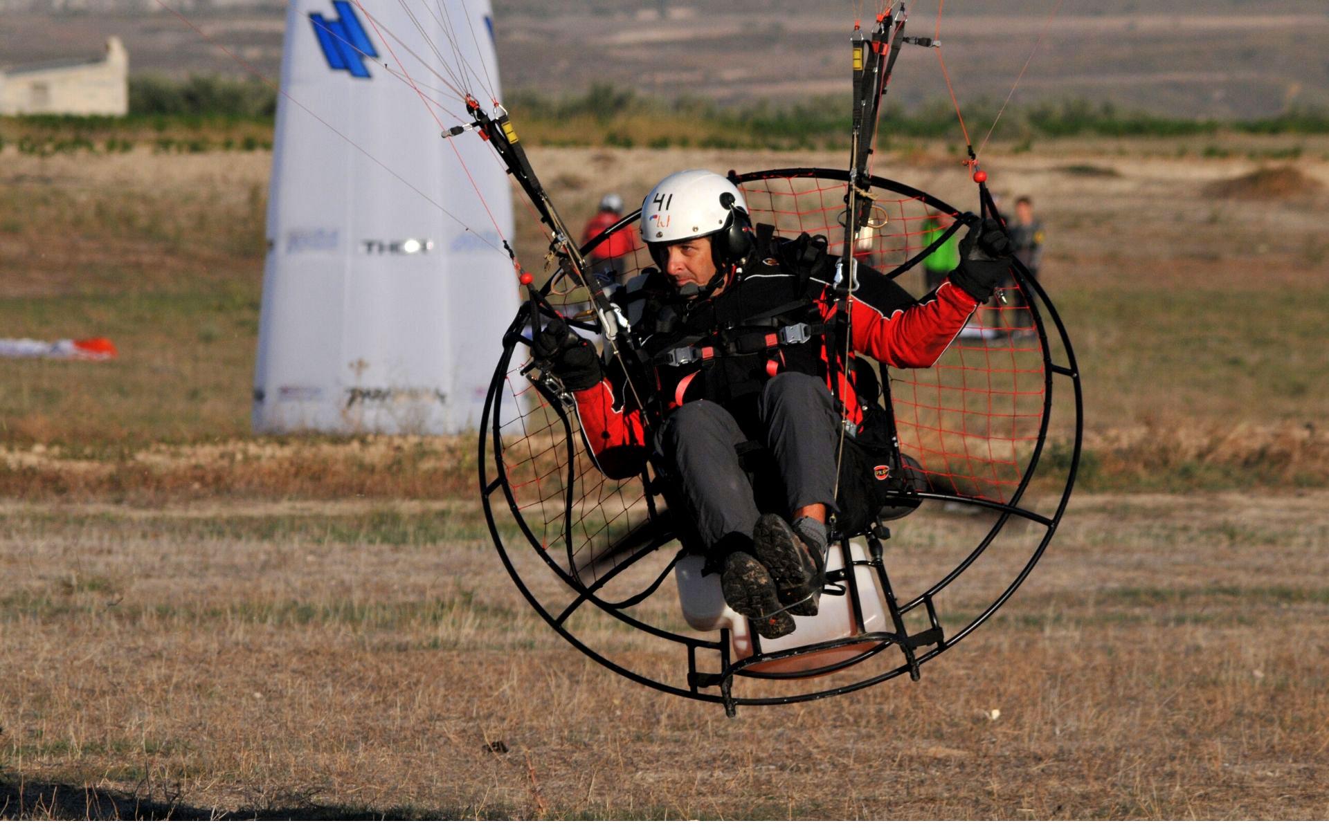 cesar maldonado volando paramotor
