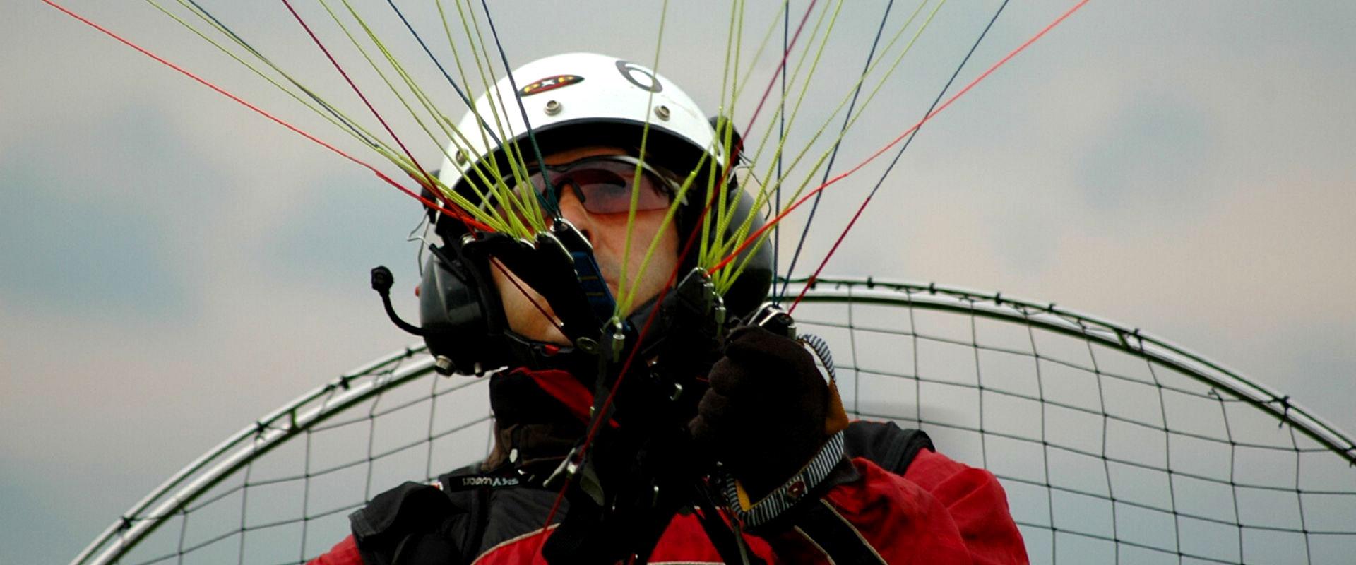 Cesar Maldonado en vuelo Paramotor